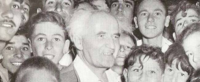 Ben_Gurion_with_youth