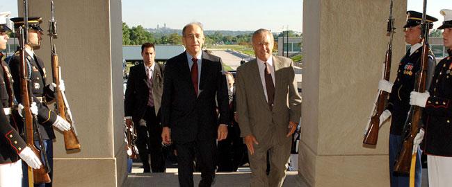 אהוד אולמרט עם דונלד רמספלד, 2006 Ehud_Olmert_and_Donald_Rumsfeld_1