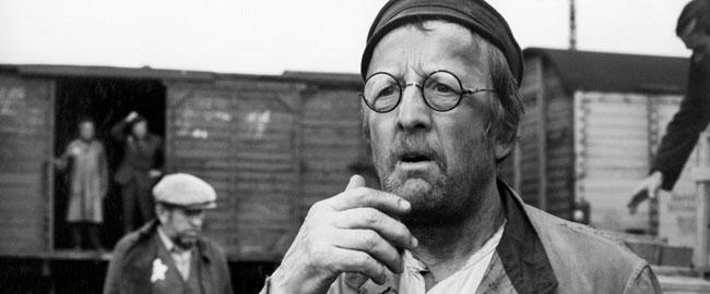 """מתוך הסרט """"יעקב השקרן"""" של פרנק באייר גרמניה יהודים נאצים שואה liar"""