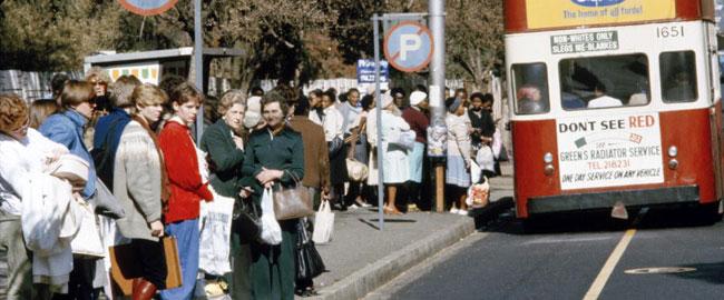 סגרגציה באוטובוסים, יוהנסבורג דרום אפריקה, 1982 גזענות שחורים לבנים apartheid
