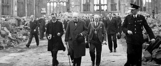 וינסטון צ'רצ'יל, לונדון, מלחמת העולם השנייה 1941 Churchill_CCathedral_H_14250