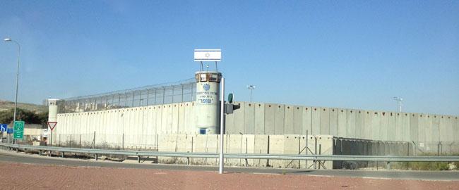 מחנה בית סוהר עופר כלא פלסטינים שטחים כיבוש צבא OferPrison