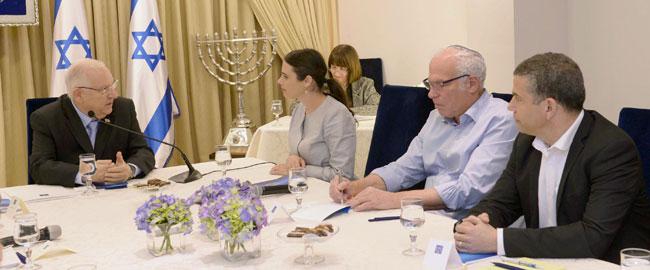 איילת שקד, אורי אריאל וינון מגל בהתייעצות עם נשיא מדינת ישראל, ראובן ריבלין, לאחר הבחירות לכנסת העשרים הבית היהודי Reuven_Rivlin_HaBayit_HaYehudi_(2)