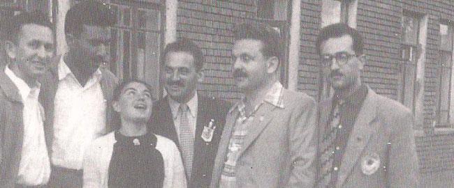 דני פתר (שני מימין) בהנהלת המשלחת לפסטיבל הנוער במוסקבה, 1957 dannypeter