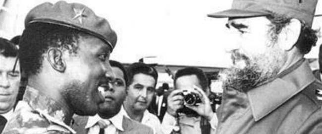 פידל קסטרו ותומאס סנקרה בעת ביקור בקובה (צילום: גראנמה) castro-sancara