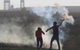 """מפגין פלסטיני משליך בחזרה גז מדמיע, צפון רצועת עזה, """"יום הזעם"""" 16/10/15 (צילום: אקטיבסטילס) אינתיפאדה אינתיפאדת סכינים אוקטובר שטחים כיבוש הפגנה  gaza-demo-102015"""