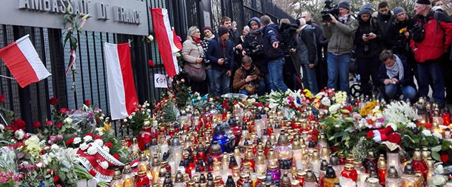לזכר קרבנות הטבח בפריז, שגרירות צרפת בפולין, נובמבר 2015 paris-warsaw
