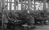 עובדות מפעל, אנגליה 1918 נשים מלחמת העולם הראשונה היסטוריה פמיניזם אשה שוויון עבודה factorywomen