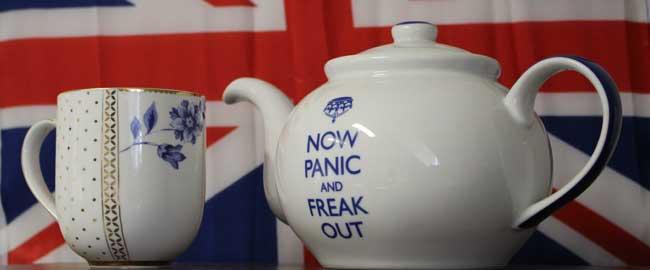 עכשיו להילחץ (מקור) אנגליה BREXIT בקרזיט בריטניה דגל תה now panic and frak out brexit-panic