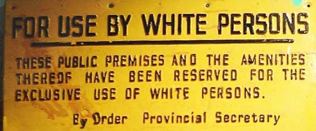 """""""לשימוש לבנים"""", שלט מתקופת האפרטהייד בדרום אפריקה (מקור) ApartheidSignEnglishAfrikaa"""