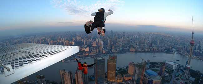"""איש קופץ מבניין (מקור) ניו יורק ארה""""ב ספורט אקסטירם צניחה jumper"""